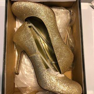 PAPRIKA Gold Glitter Pumps Size 7